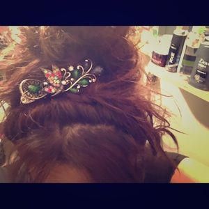 Accessories - Absolutely beautiful vintage style hair clip